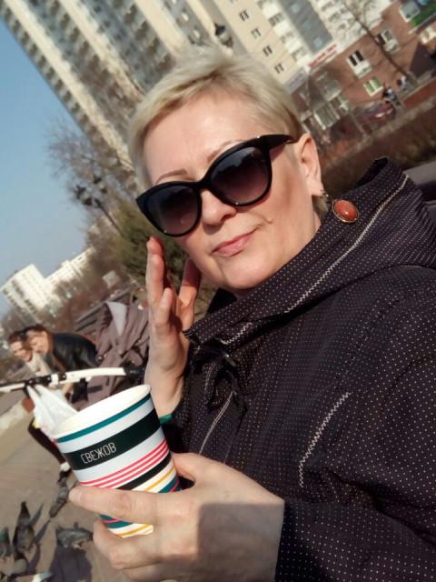 Алла, Россия, Москва, 55 лет. Хочу найти Романтика, с чувством юмора, уставшего от одиночества.