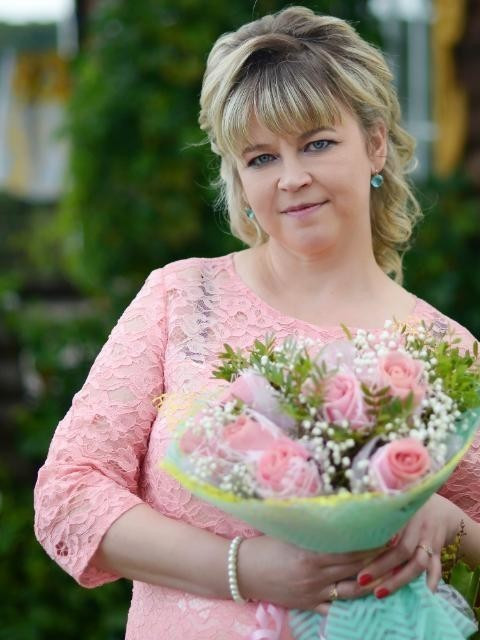 Елена, Россия, Москва, 44 года, 1 ребенок. Живу работаю в Москве , сын взрослый живет в другом городе , в разводе много лет.