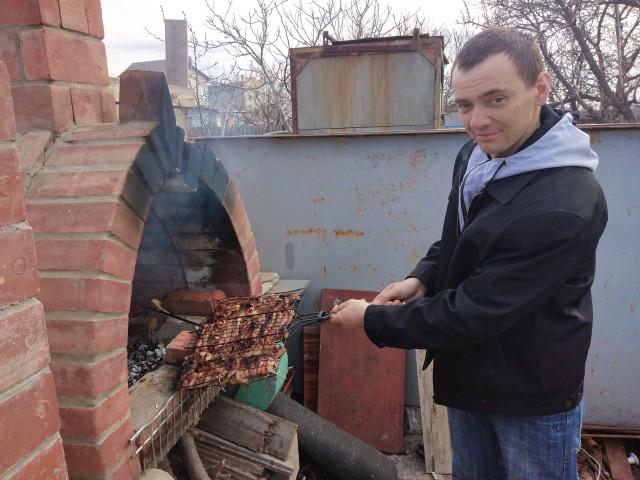 Александр, Россия, Гулькевичи, 35 лет. Люблю гулять в парке, в лесу. Ходить на рыбалку, на природе на шашлыки из свинины. Люблю работать в