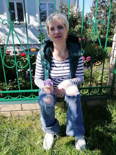 Татьяна, Россия, Нижний Новгород, 50 лет. Она ищет его: Хочется общения с интересным, понимающимчеловеком. Общенияе, а потом встреча.