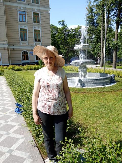 Галина, Россия, Санкт-Петербург, 64 года. Хочу найти Хорошего, компонейского, доброго, весёлого.