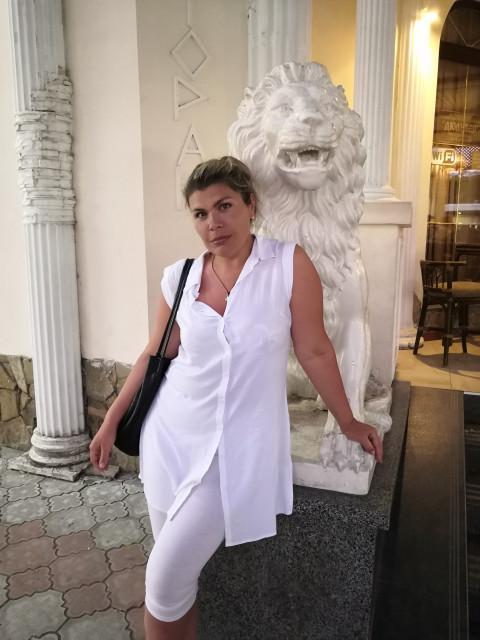 Лия, Россия, Екатеринбург, 40 лет, 1 ребенок. Люблю домашний уют, природу и море. Образованна, интересна в беседе. Люблю хорошие шутки, кофе и вин