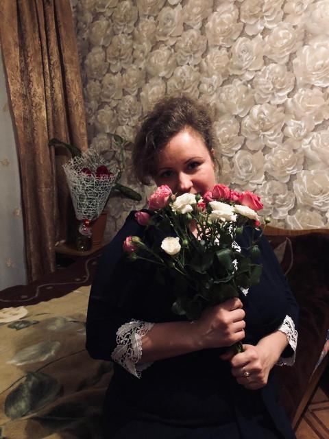алена, Россия, Саратов, 43 года, 2 ребенка. Хочу найти Хочу встретить внимательного, заботливого мужчину, с чувством юмора, без материальных проблем, для к