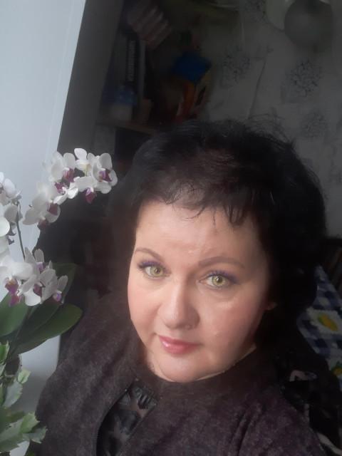 арина, Беларусь, Минск, 53 года, 2 ребенка. Адекватная, не злая, доброжелательная, работаю. Жиьё не нужно, спонсор тожужен. Живу ве не н
