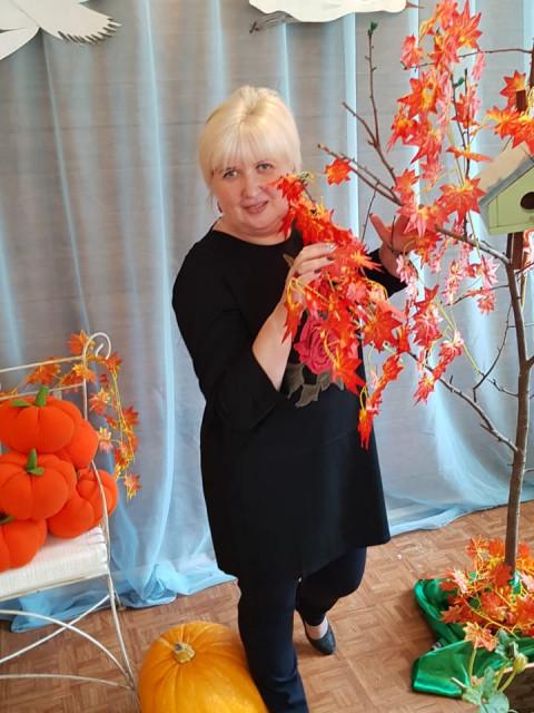 Татьяна, Россия, Москва, 56 лет. Я вдова. У меня двое детей, взрослые, трое внуков. Свободное время провожу на даче. Ищу мужчину, кот