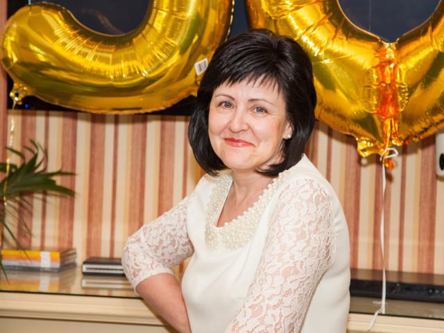 Ольга, Россия, Санкт-Петербург, 55 лет, 1 ребенок. Образование средне-специальное, работаю в поликлинике медсестрой. Живу в пригороде Санкт-Петербурга.